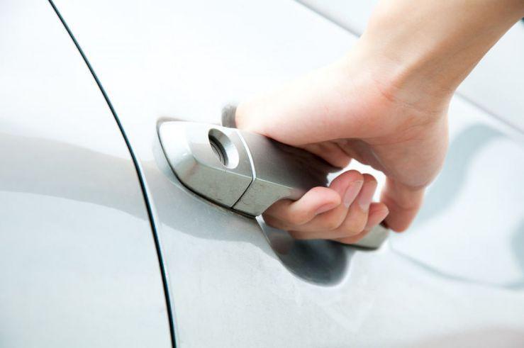 Не открывается дверь автомобиля