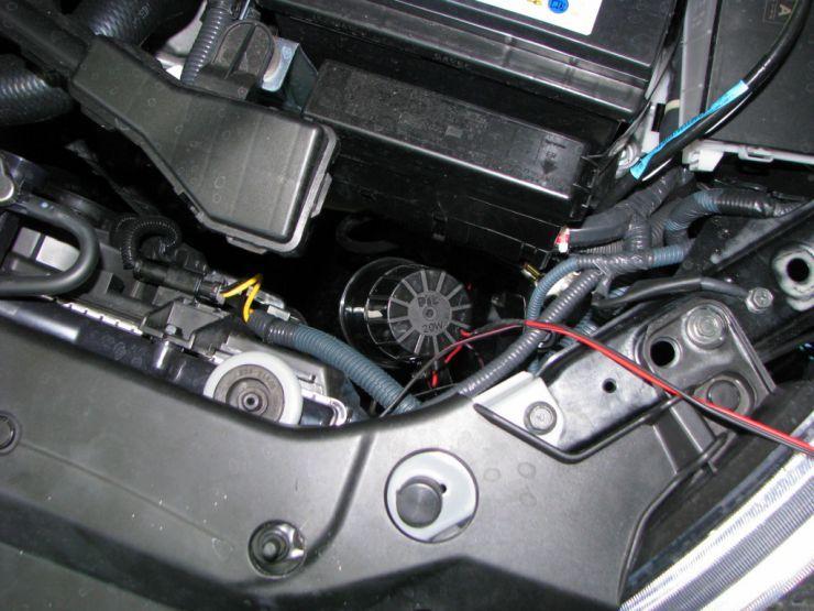 сирена под капотом авто